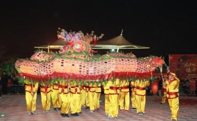 鞭炮、舞龙、醒狮表演 荷塘纱龙舞出浓浓节日氛围