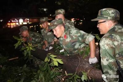 武警江门市支队即将退伍老兵主动请缨抗台风