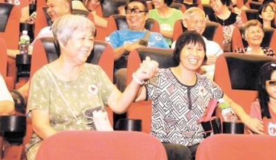 200多名困难群众免费看电影
