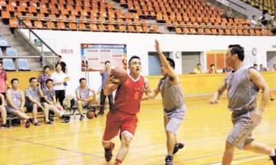 科级干部篮球赛举行 篮球高手们赛场上较量