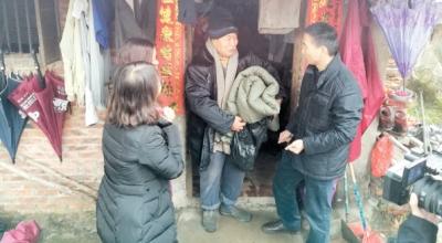 發棉衣開放避災場所 鶴山讓困難群眾溫暖過冬