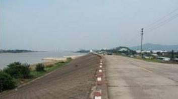西江大堤加固及环境整治工程昨动工