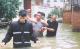 蓬江区党员干部抗击台风艾云尼侧记