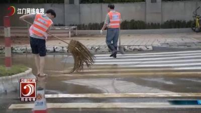 市公路局130名志愿者上路清扫淤泥
