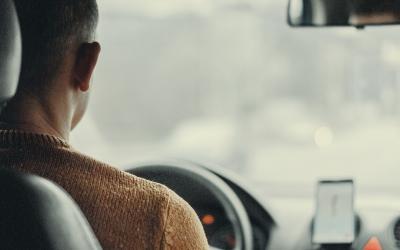 提醒:驾驶中使用手机已成交通事故三大原因之一
