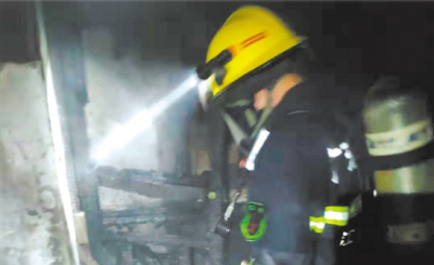 新會區一居民樓煤氣泄漏引發火災 一人受傷