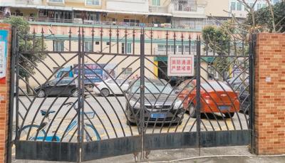 江门部分小区消防通道变停车位 市民担忧