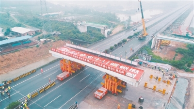 """省内首次!""""装轮子""""移走!开阳高速恩平段3座天桥被拆除"""