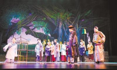 市四套班子領導 觀看大型原創話劇《大道無疆》