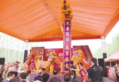 越秀濱江·盛悅營銷中心盛大開放,現場舉辦保時捷車展