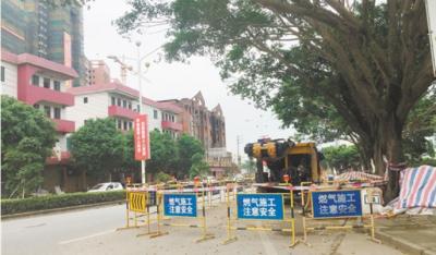 市民爆料城区道路被挖 影响通行