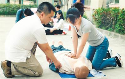"""這些都是紅十字急救員的""""真功夫"""""""