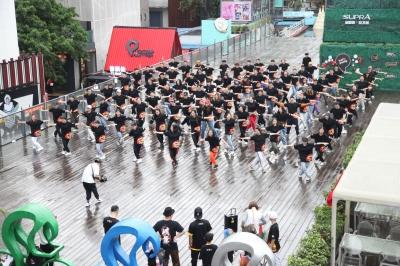 江門街舞聯盟青年代表赴參加紀念五四題快閃活動