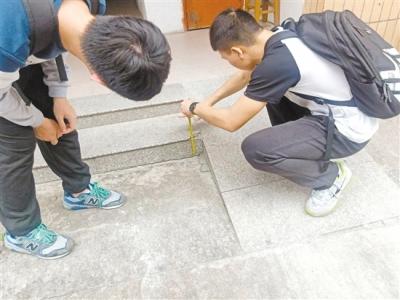 无障碍设施,江门做得怎么样?社工牵手志愿者开展街头调查