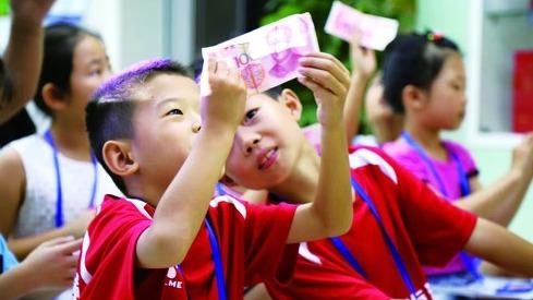 """未成年人错误消费频发:如何为孩子补上缺失的""""财商教育""""?"""