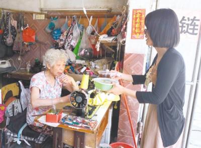 篁庄社区联手爱心餐厅 请老人们一起吃素菜
