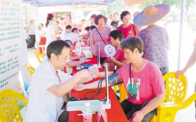 卫生健康服务走进乡村 群众享受免费医疗保健服务