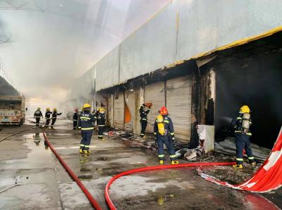 新会摩托车交易市场发生火灾 幸无人员伤亡