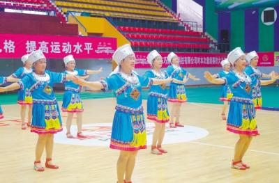 近200名中老年舞者以舞会友,舞出风采!