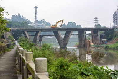 西区工业桥实现单边单向通车