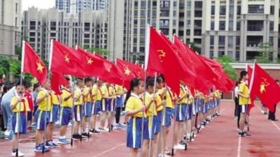 """为庆祝新中国成立70周年!开学了,各校浓情""""点赞祖国"""""""