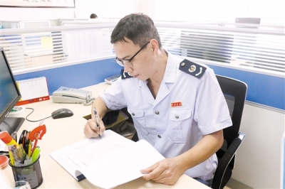 鹤山市税务局协税员杨健林: 见义勇为 情暖人心