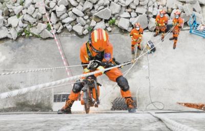 21支重型地震救援专业队齐聚江门竞技比武