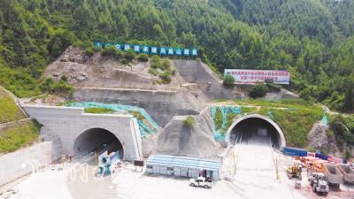 开春高速建设取得阶段性成果 凤凰山隧道双线顺利贯通