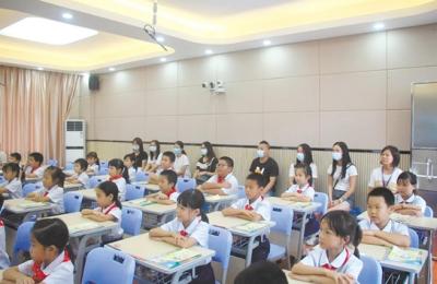 """江海区多所学校开展家长""""五进""""校园活动  让家长体验校园生活"""