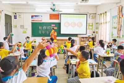 家長走進課堂  教孩子制作點心