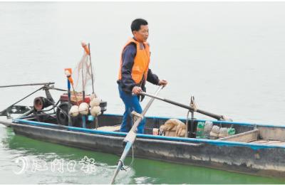 """西江上的""""生命守護者"""" ——走近打撈隊領頭人陳悅昌"""
